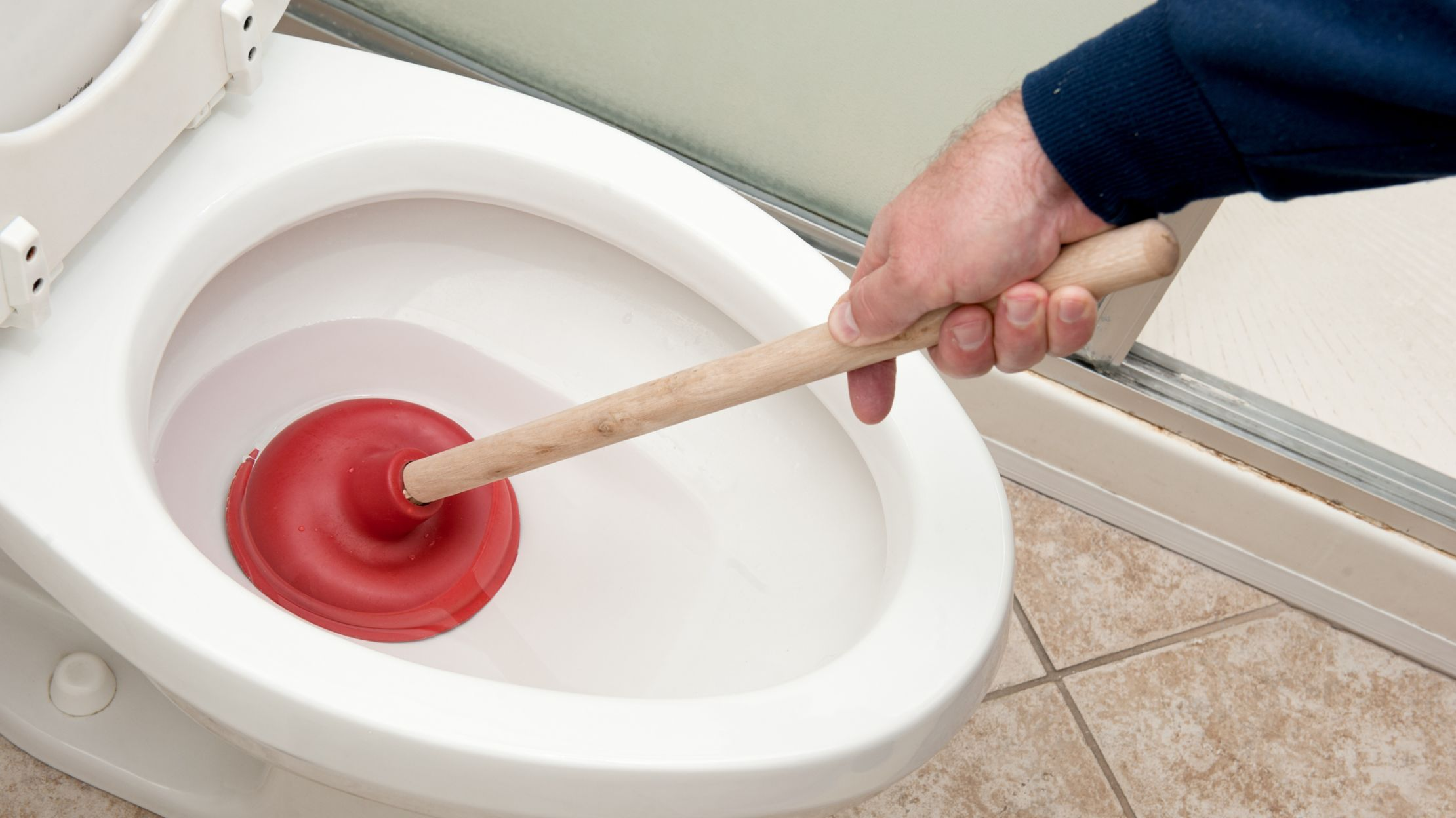 UNCLOG A CLOGGED TOILET WITH POOP